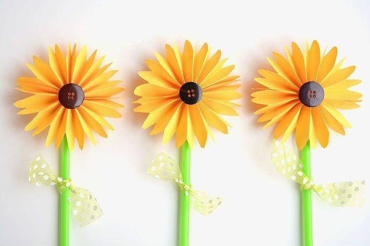 Membuat Bunga dari Kertas atau Sedotan