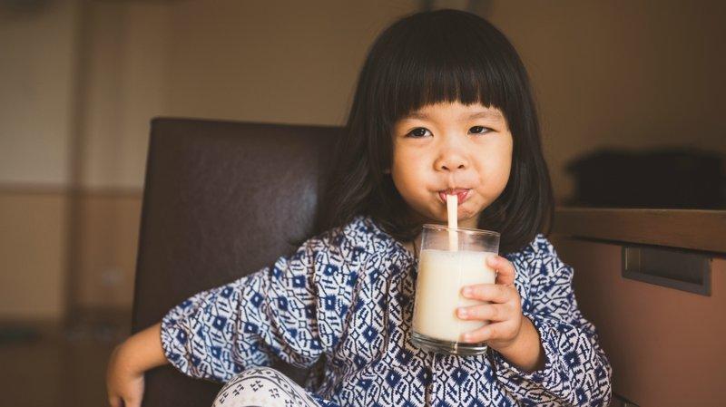Feses bayi keras akibat minum susu formula
