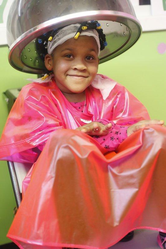 Mempercantik Diri, Ini Perawatan di Salon yang Bisa Dilakukan Bersama Putri Moms 02.jpg