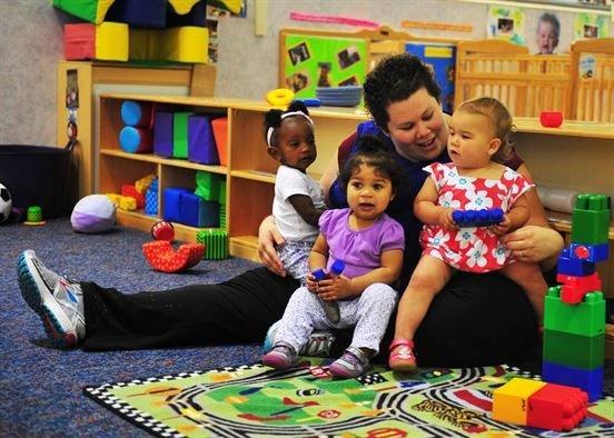 Apakah Sudah Saatnya Kembali Menitpkan Bayi Ke Day Care Saat Ini
