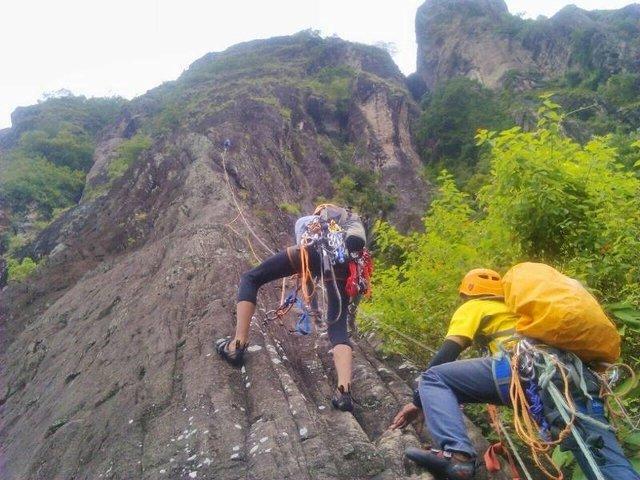 Mendaki Gunung Sepikul.jpg