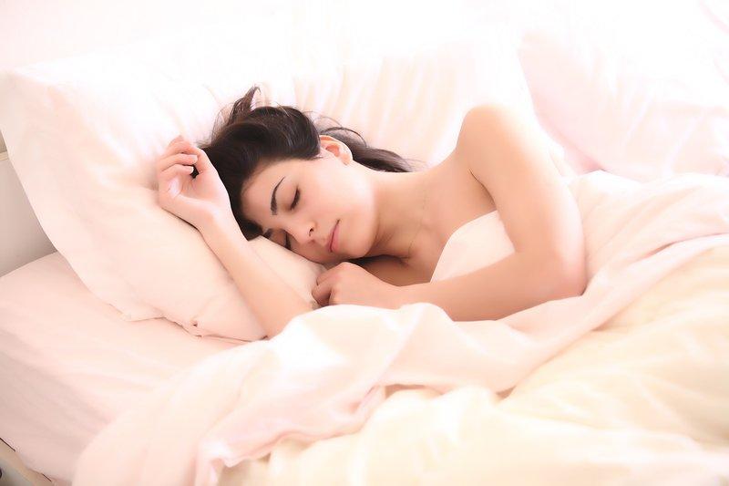 Mengatasi Gangguan Asam Lambung Saat Hamil - Posisi Tidur.jpg