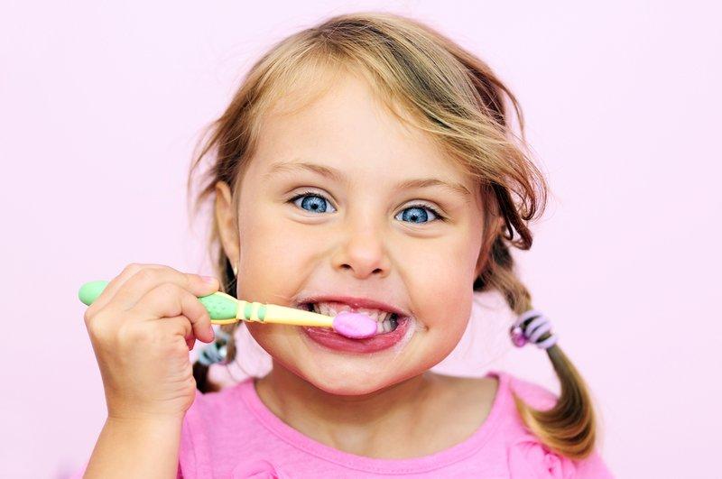 Mengatasi Plak Gigi pada Anak, Tak Cukup dengan Sikat Gigi 02.jpg