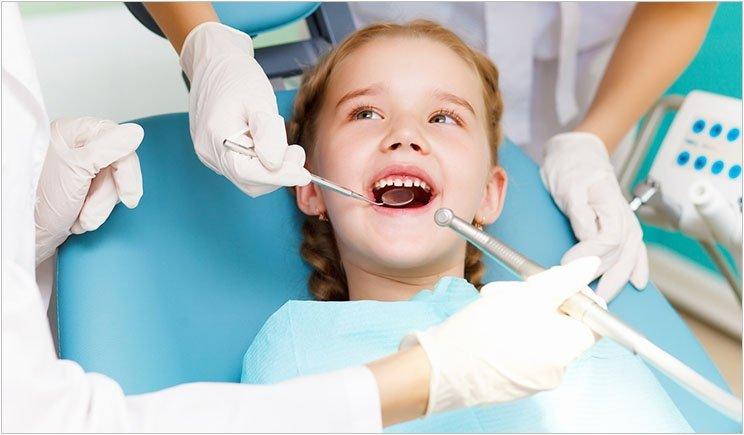 Mengatasi Plak Gigi pada Anak, Tak Cukup dengan Sikat Gigi 03.jpg