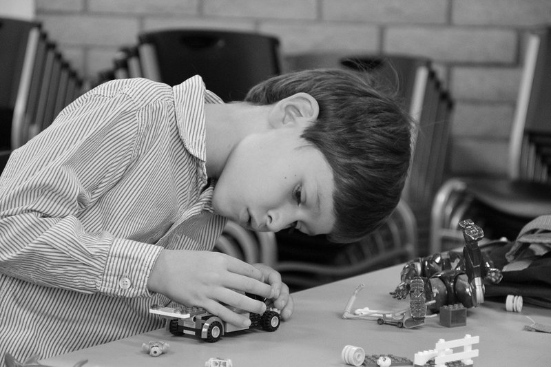 manfaat bermain lego Mengembangkan Keterampilan Memecahkan Masalah dan Pemikiran Matematis.jpg