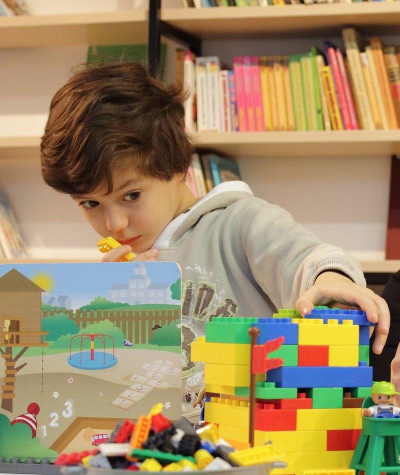 manfaat bermain lego Menunjukkan Kegigihan.jpg