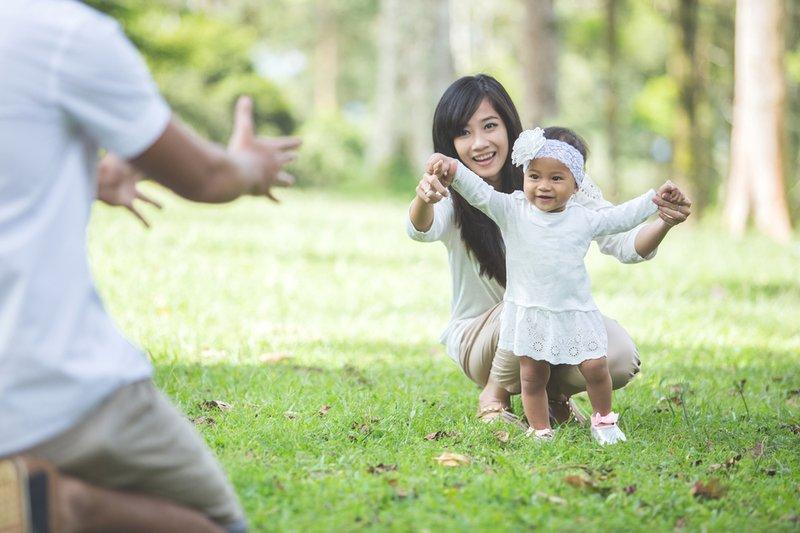 Mitos atau Fakta, Berjalan di Rumput Bantu Anak Cepat Jalan 2.jpg