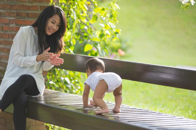 Mitos atau Fakta, Berjalan di Rumput Bantu Anak Cepat Jalan 3.png
