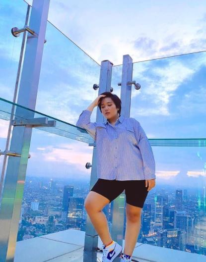Model Baju Wanita Gemuk dan Pendek 3.png