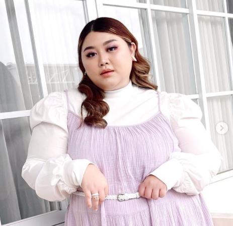 Model Baju Wanita Gemuk yang Pendek 3.png