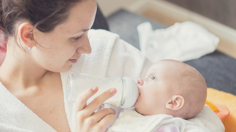 Moms Begini Lho Cara Nyaman Kenalkan Dot pada Bayi -4.jpg