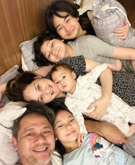 Mona Ratuliu dan Keluarga Positif COVID-19.png
