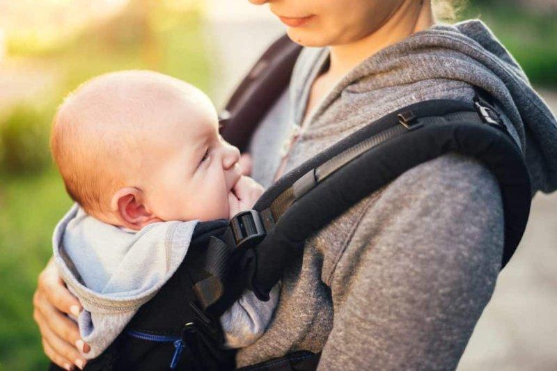 mengguncang tubuh bayi shaken baby syndrome