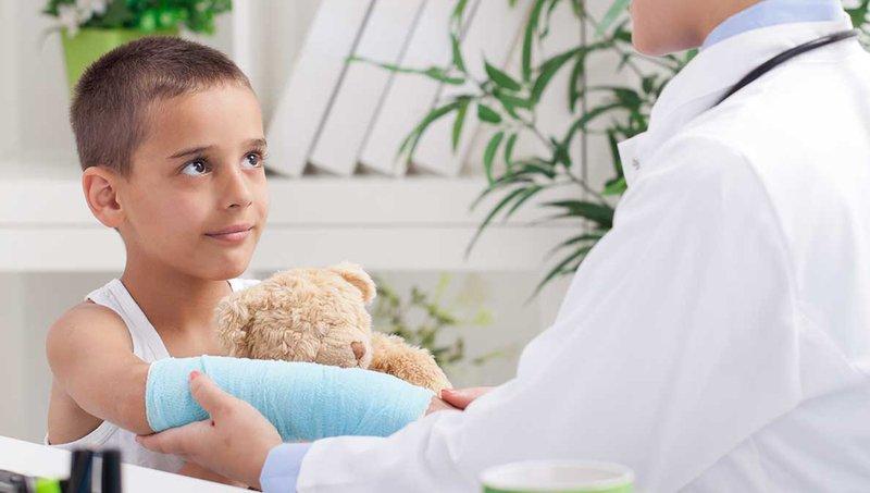 Nursemaid Elbow, Bahaya Mengayunkan Balita Dengan Menarik Lengannya 3.jpg
