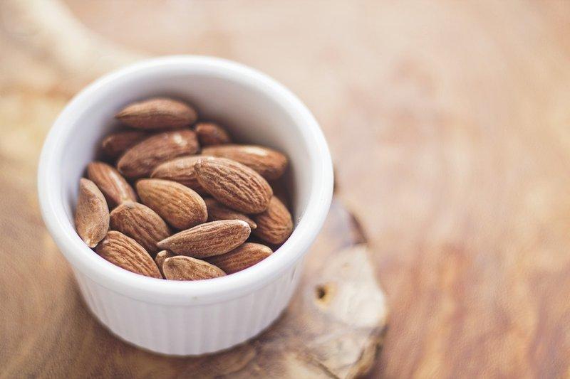 nutrisi kacang almond