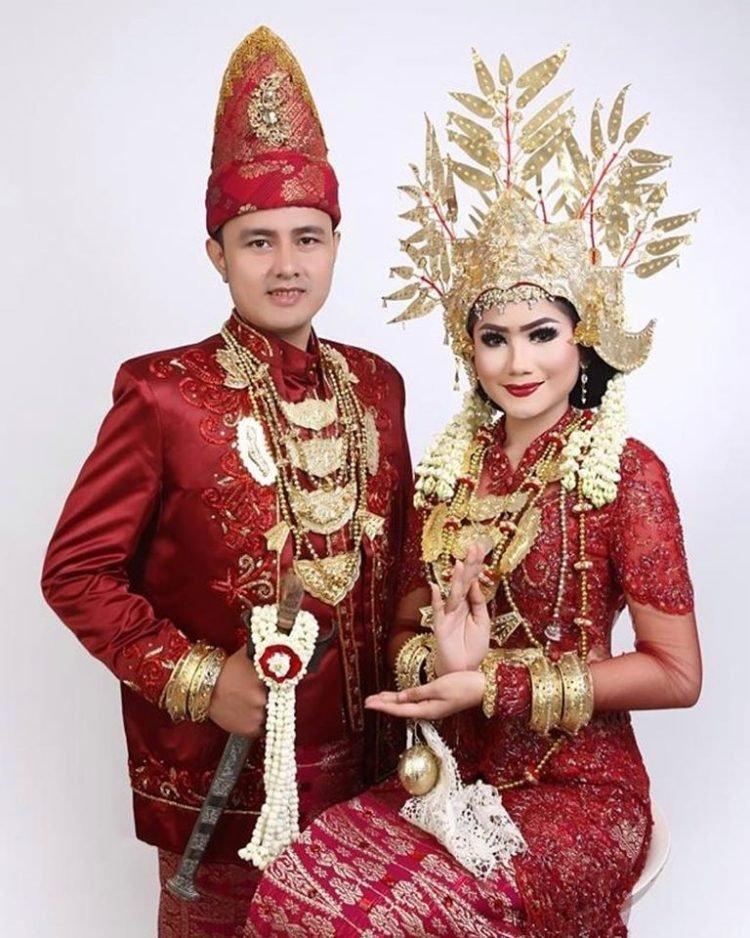 Pakaian-adat-Lampung-Saibatin.jpg