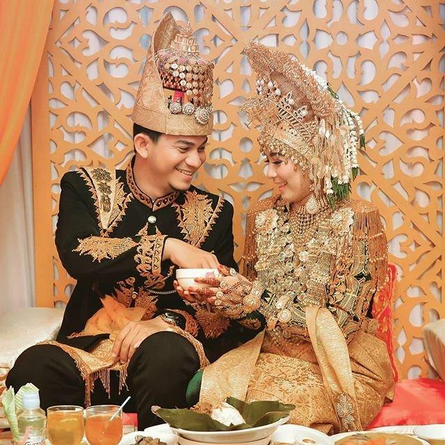 Pakaian Adat Aceh Wanita.jpg