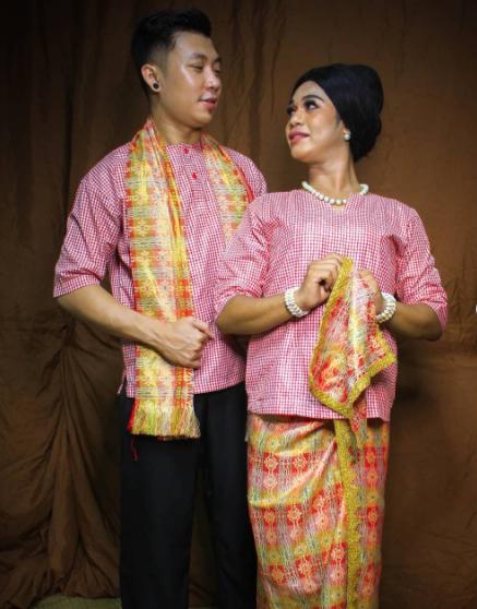 Pakaian Adat Maluku Baju Salele (instagram.com warsada_gallery).PNG