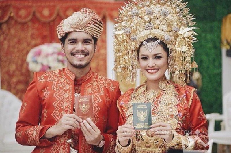 Pakaian Adat Sumatera Barat 3.jpg