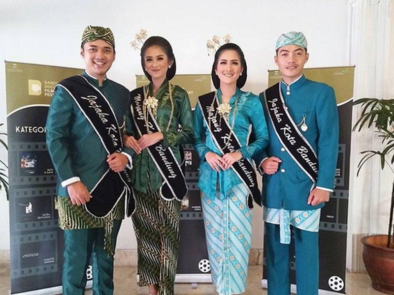 Pakaian adat Jawa Barat - Mojang Jajak
