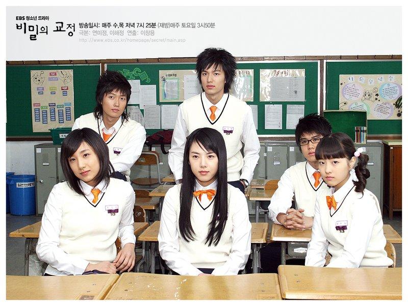 Drama yang dibintangi oleh Park Bo-Young yaitu Secret Campus