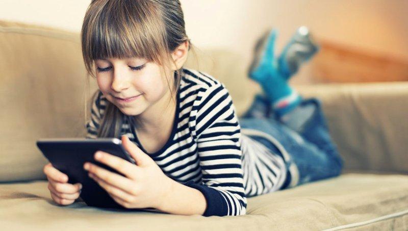 Pengaruh Negatif Media Sosial Pada Kebiasaan Makan Anak 1.jpg
