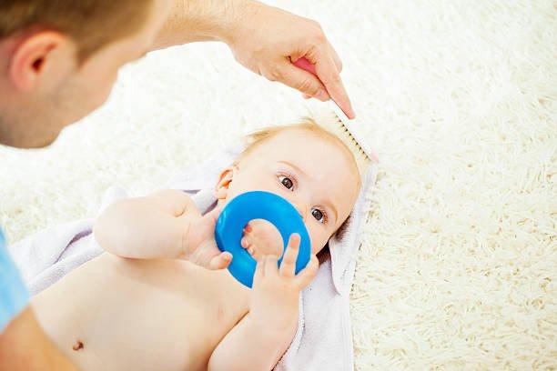 Perlukah Moms Menyisir Rambut Bayi 1.jpg