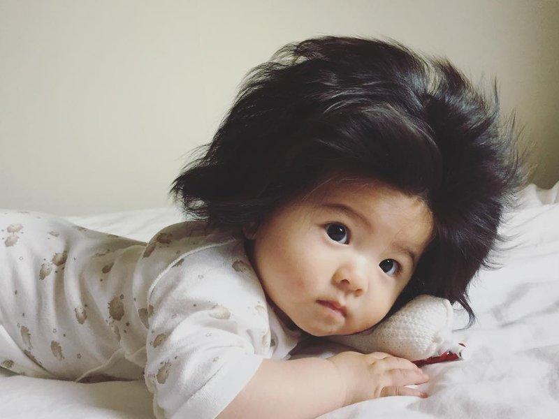 Perlukah Moms Menyisir Rambut Bayi 2.jpg