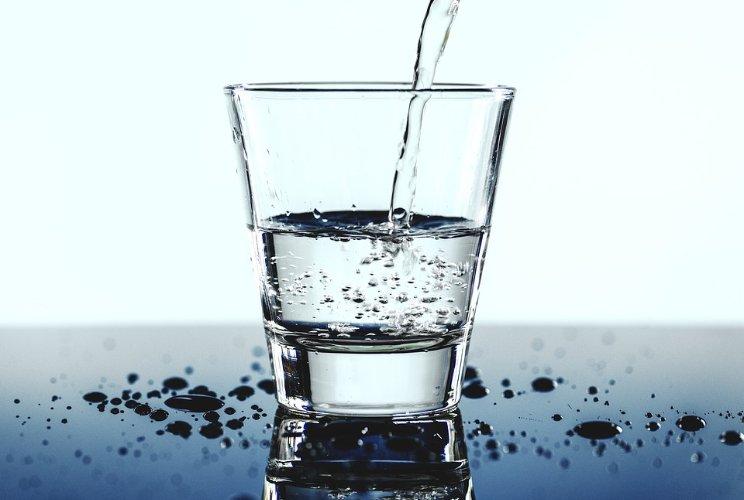 Pixabay_Beri minum air 30 menit sebelum makan.jpg
