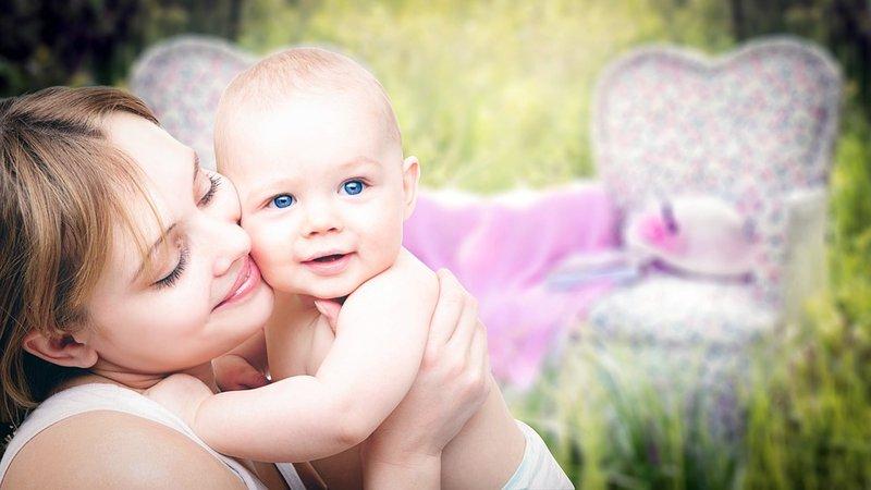 gaya menggendong bayi