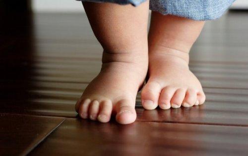 Pro dan Kontra Tentang Membiarkan Bayi Telanjang Kaki -3.jpg