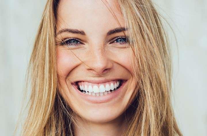manfaat minum air hangat-mendukung kesehatan gigi
