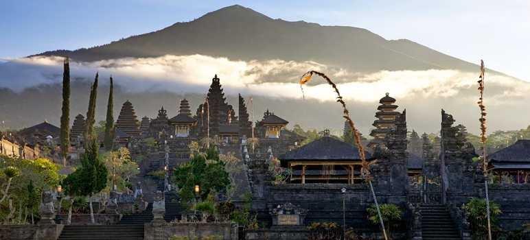 Pura-Agung-Besakih-Karangasem-Bali-1.jpg