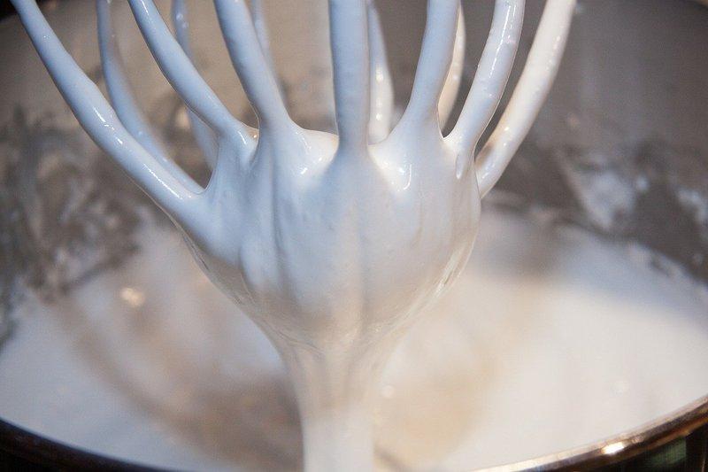 tips membuat angel food cake: Putih Telur.jpg