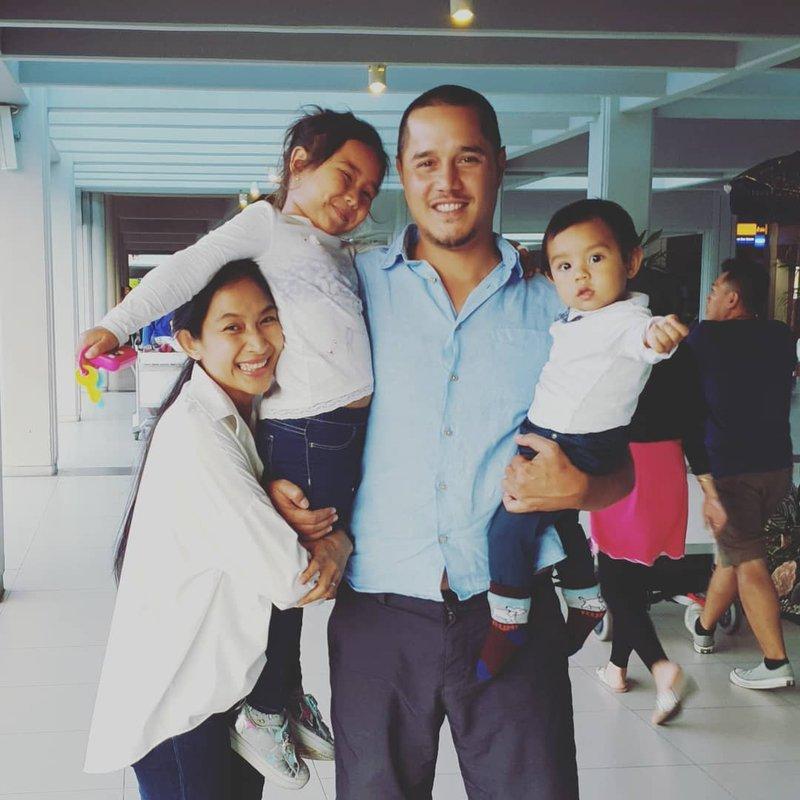 Rayakan Hari Jadi Pernikahan, Ini 9 Foto Kekompakan Keluarga Happy Salma dan Tjokorda Bagus 05.jpg