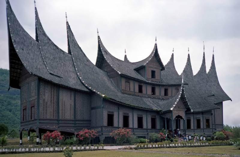 Rumah Adat Gonjong Anam