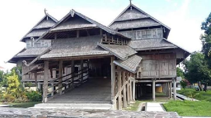 Rumah Adat NTB - Dalam Loka