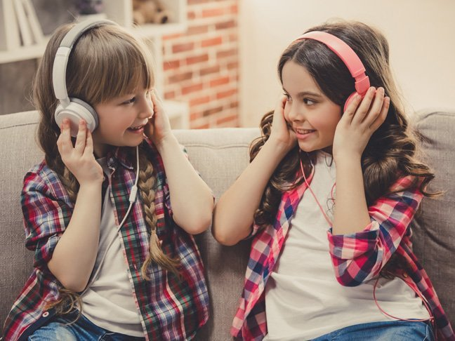 Sahabat Anak Membawa Pengaruh Buruk, Apa yang Harus Moms Lakukan 1.jpg