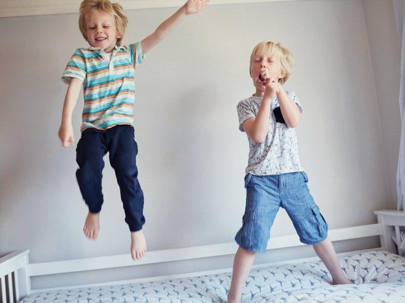 Sahabat Anak Membawa Pengaruh Buruk, Apa yang Harus Moms Lakukan 2.jpg