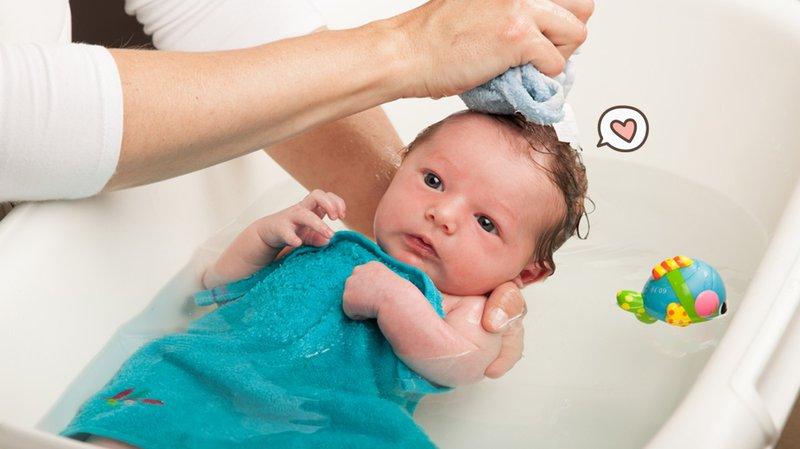 Pertama Kali Memandikan Bayi? Ikuti Tips Berikut Ini