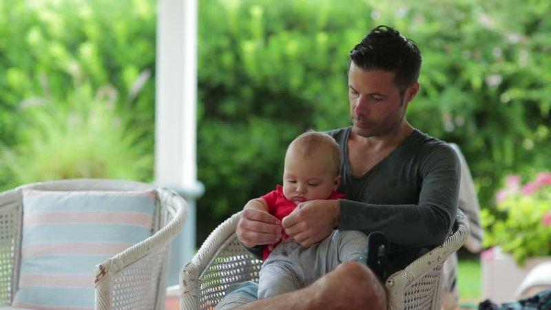 Selain Mengenali Wajah Moms Apakah Bayi Mengenali Wajah Dads -1.jpg