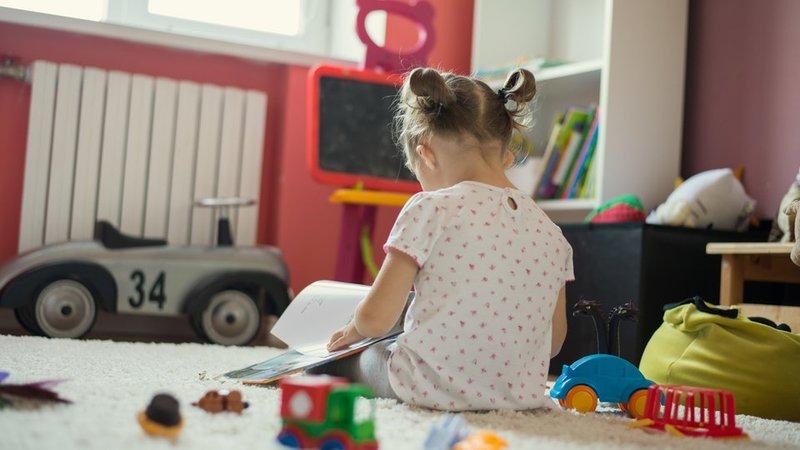 Si Kecil lebih senang main sendiri berarti autis (2).jpg
