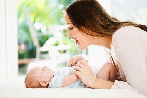 Simak Istimewanya Manfaat Berbicara dengan Bayi Sejak Dini 03.jpg
