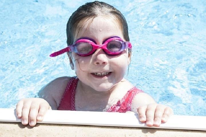 mengajari anak berenang-2