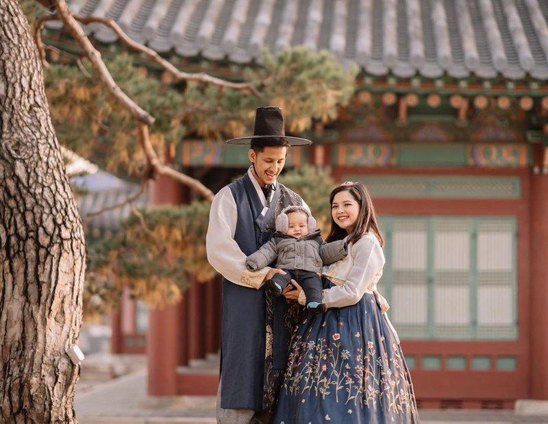 Manisnya Liburan Keluarga Besar Tasya Kamila di Korea