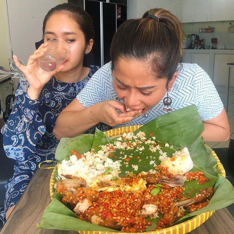 Tengok 5 Vlogger Makanan Indonesia yang Paling Hits Ini, Yuk! 03.jpg