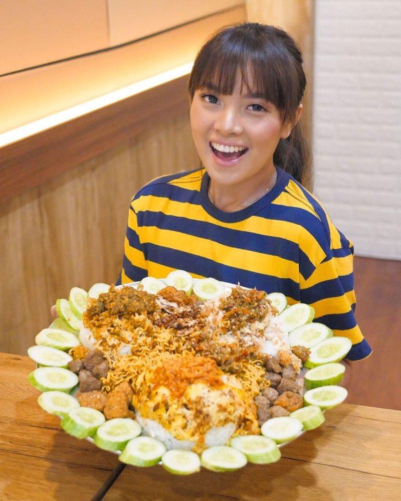 Tengok 5 Vlogger Makanan Indonesia yang Paling Hits Ini, Yuk! 02.jpg