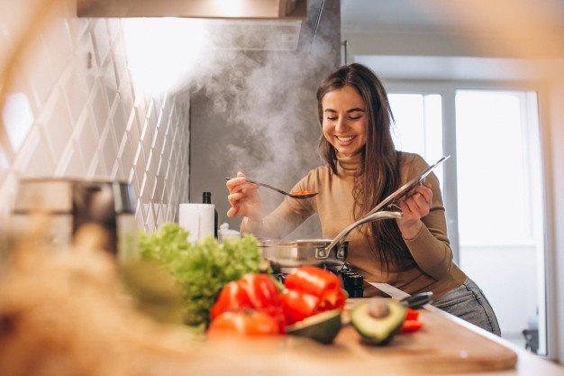 Chef adalah memimpin restoran sedangkan koki adalah juru masak.jpg