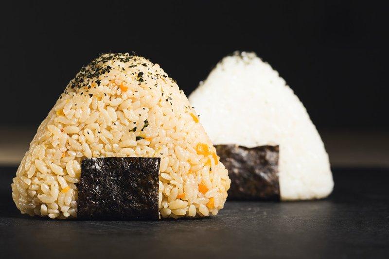 perbedaan onigiri dan sushi: Tips Membuat Onigiri untuk Anak.jpg