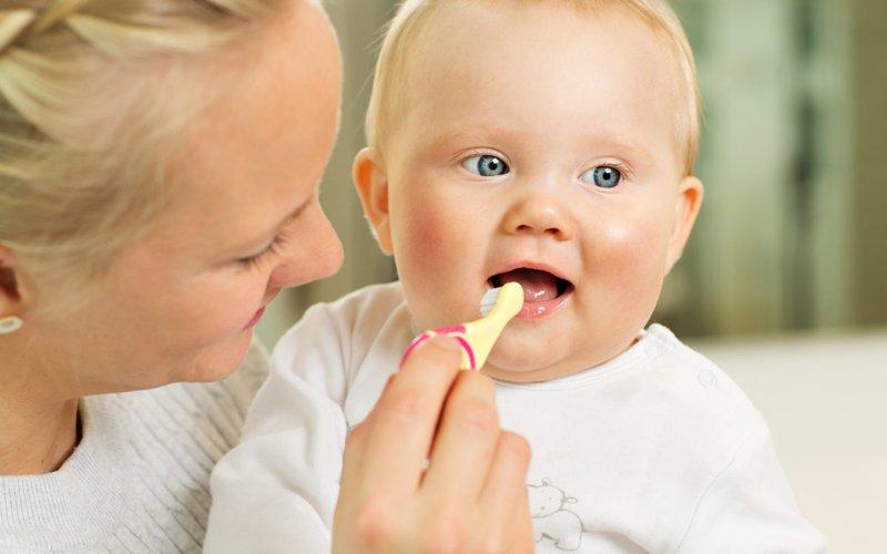 cara memutihkan gigi bayi kuning